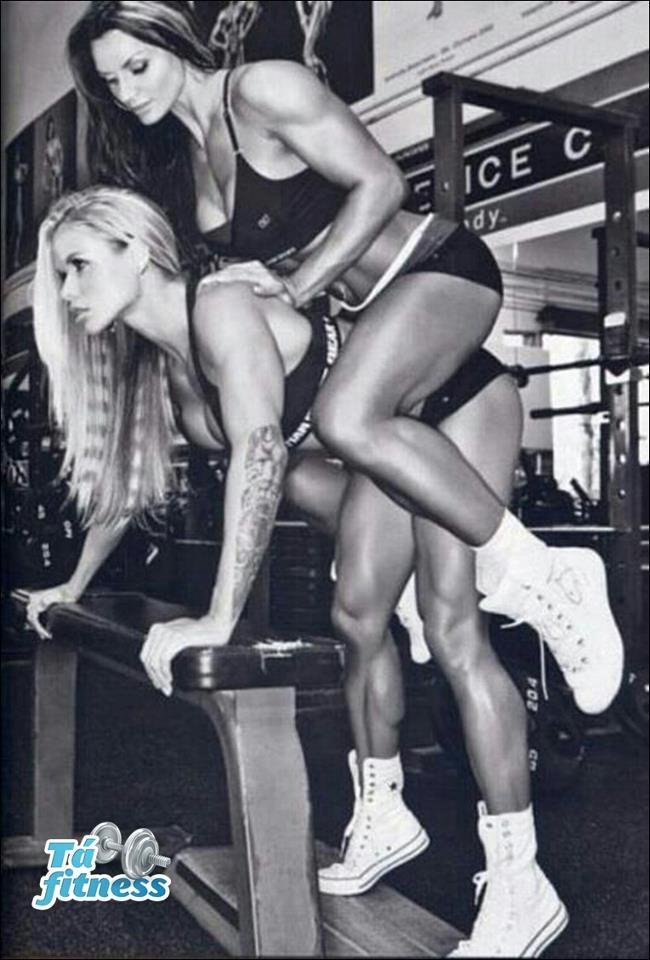 Две сексуальные блондинки трахаются со своими парнями после фитнеса  375670