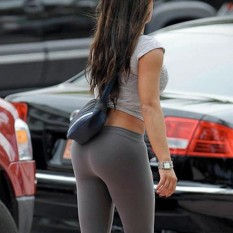 Hot-Girls-in-Tight-Pants-16