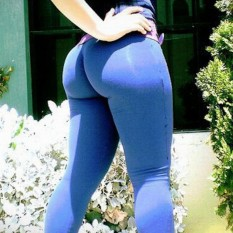 Hot-Girls-in-Tight-Pants-21
